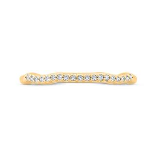 Diamond wedding band in yellow gold